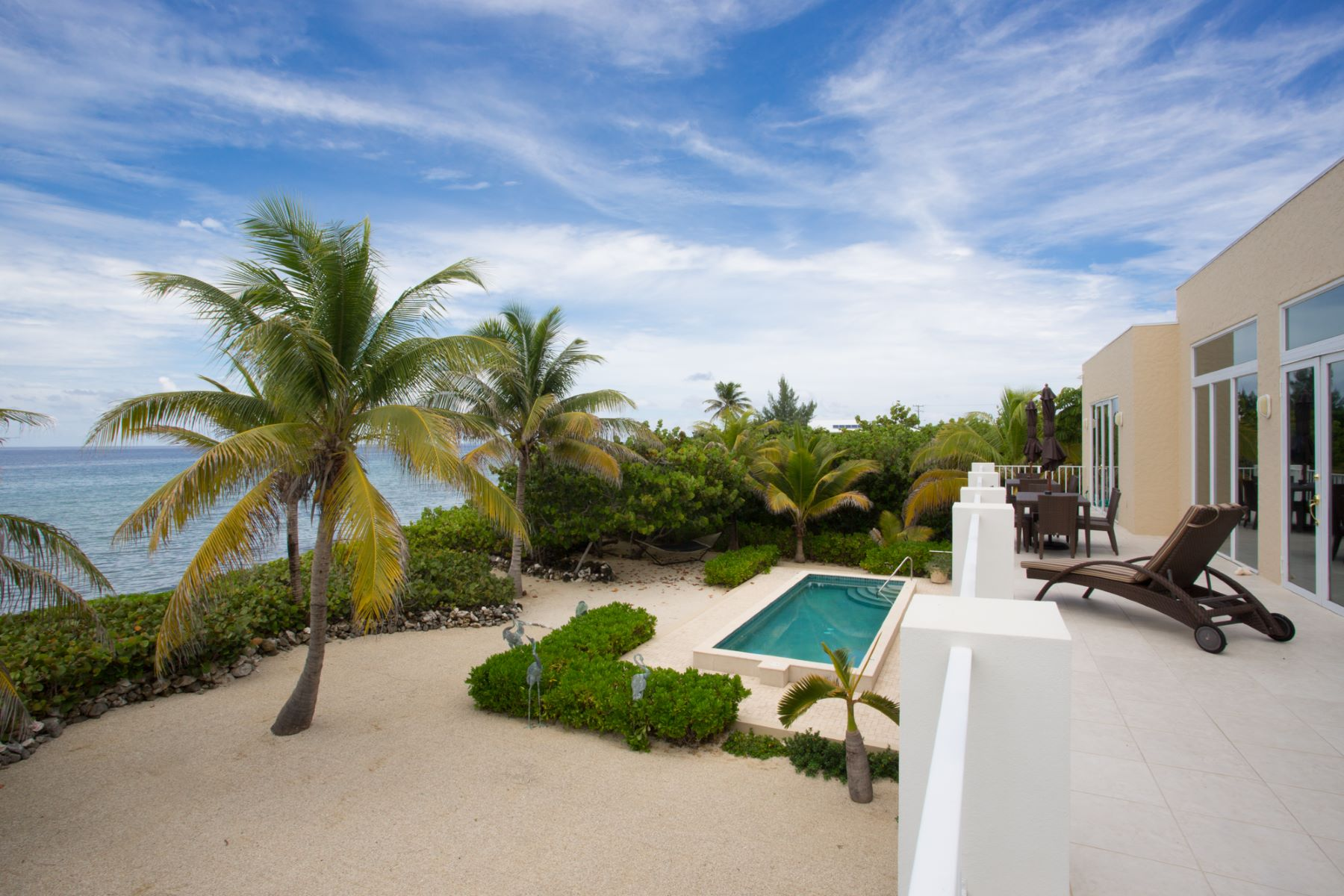Additional photo for property listing at Villa Caymanas North Side,  Cayman Islands