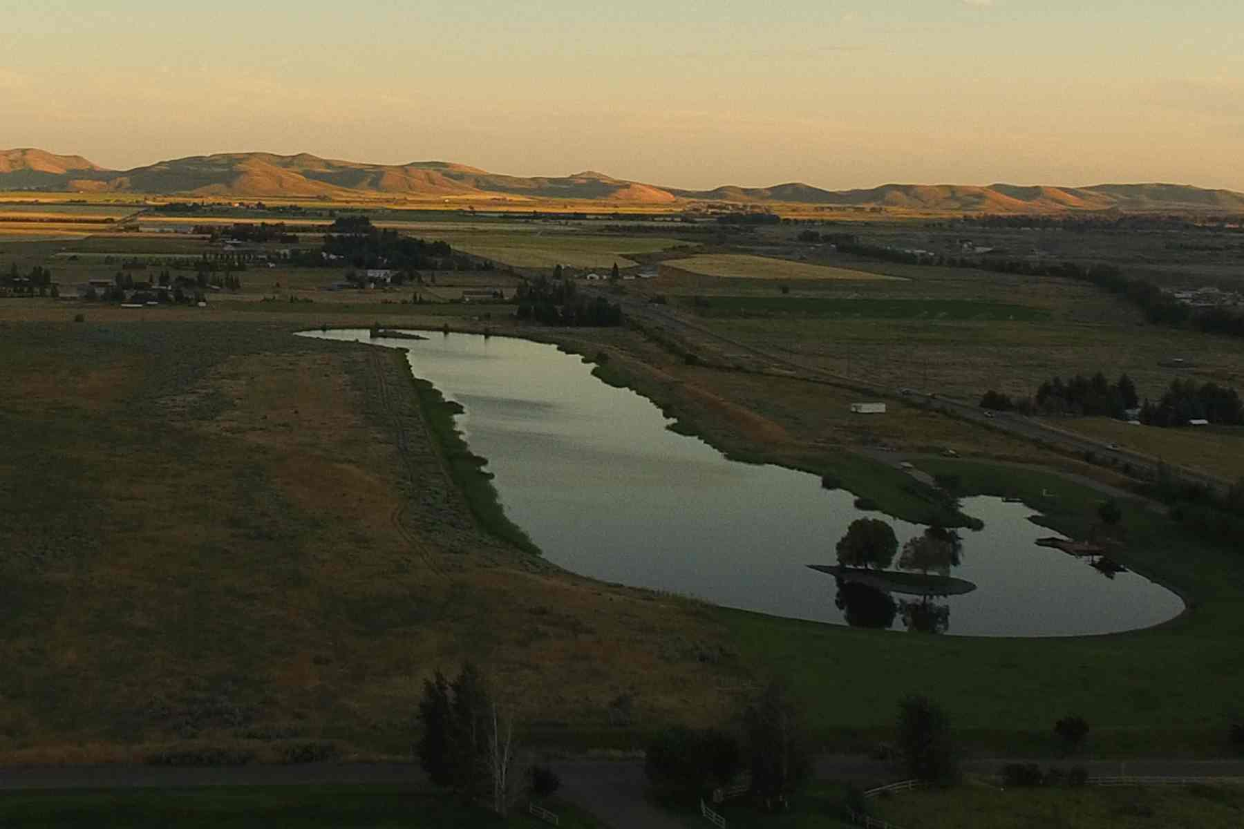 Additional photo for property listing at Relax...It's All Right Here 4 E Glendale Road Bellevue, Idaho 83313 United States