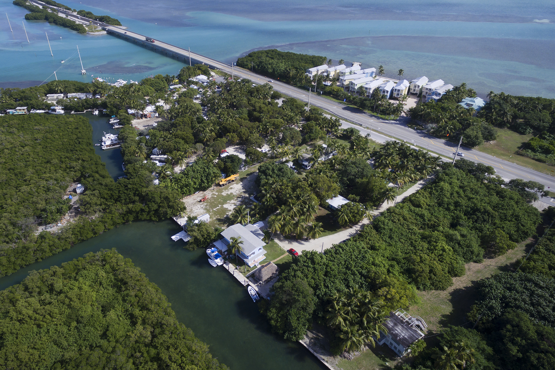 Casa Multifamiliar por un Venta en Exclusive Waterfront Location 77360 Overseas Highway Florida Keys, Islamorada, Florida, 33036 Estados Unidos