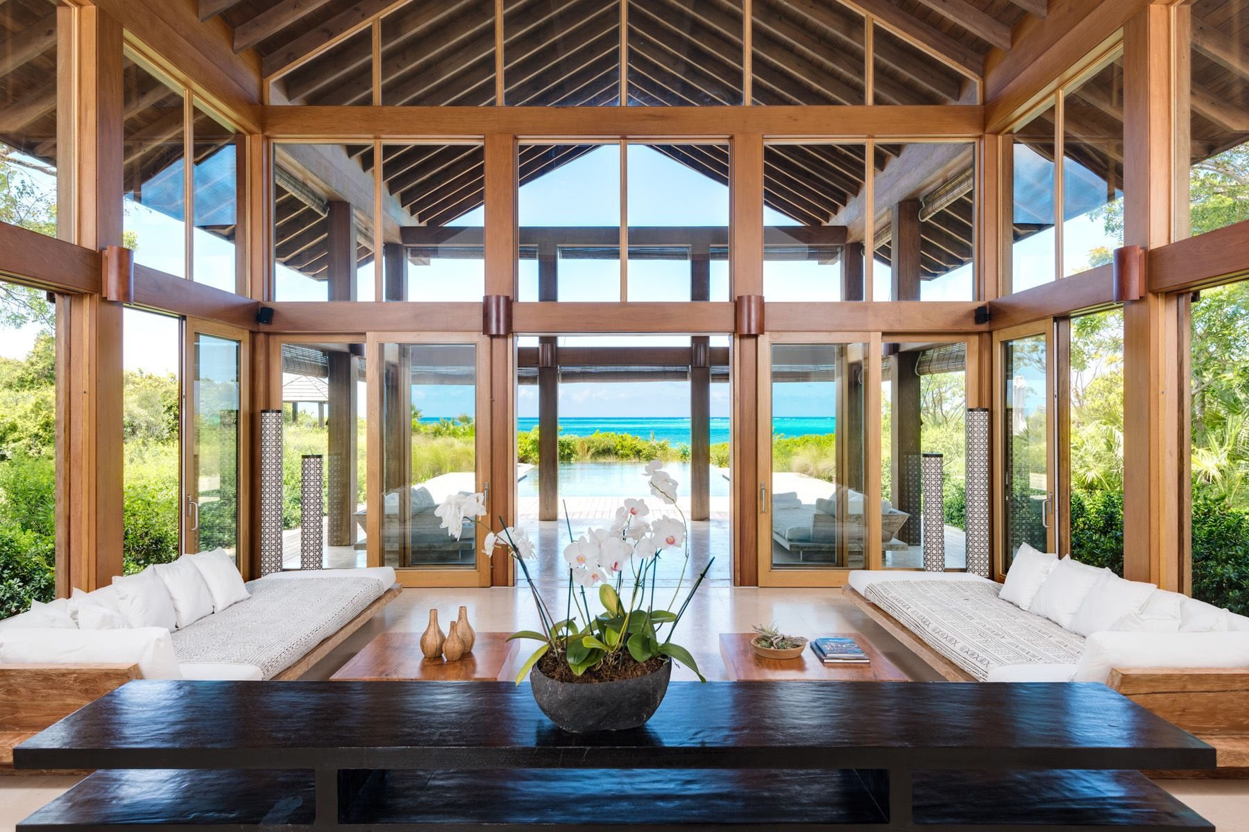 Additional photo for property listing at Point House Beachfront Estate 鹦鹉湾, 鹦鹉湖 TCI 特克斯和凯科斯群岛
