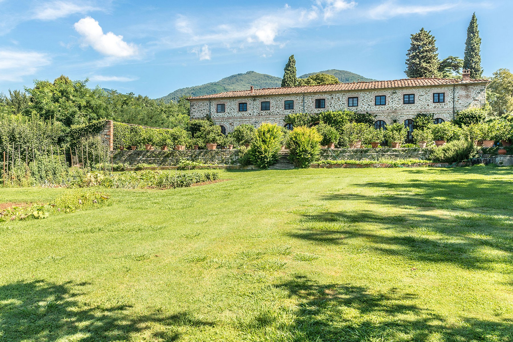 Additional photo for property listing at Incomparable historic mansion Lucca, Lucca Italy