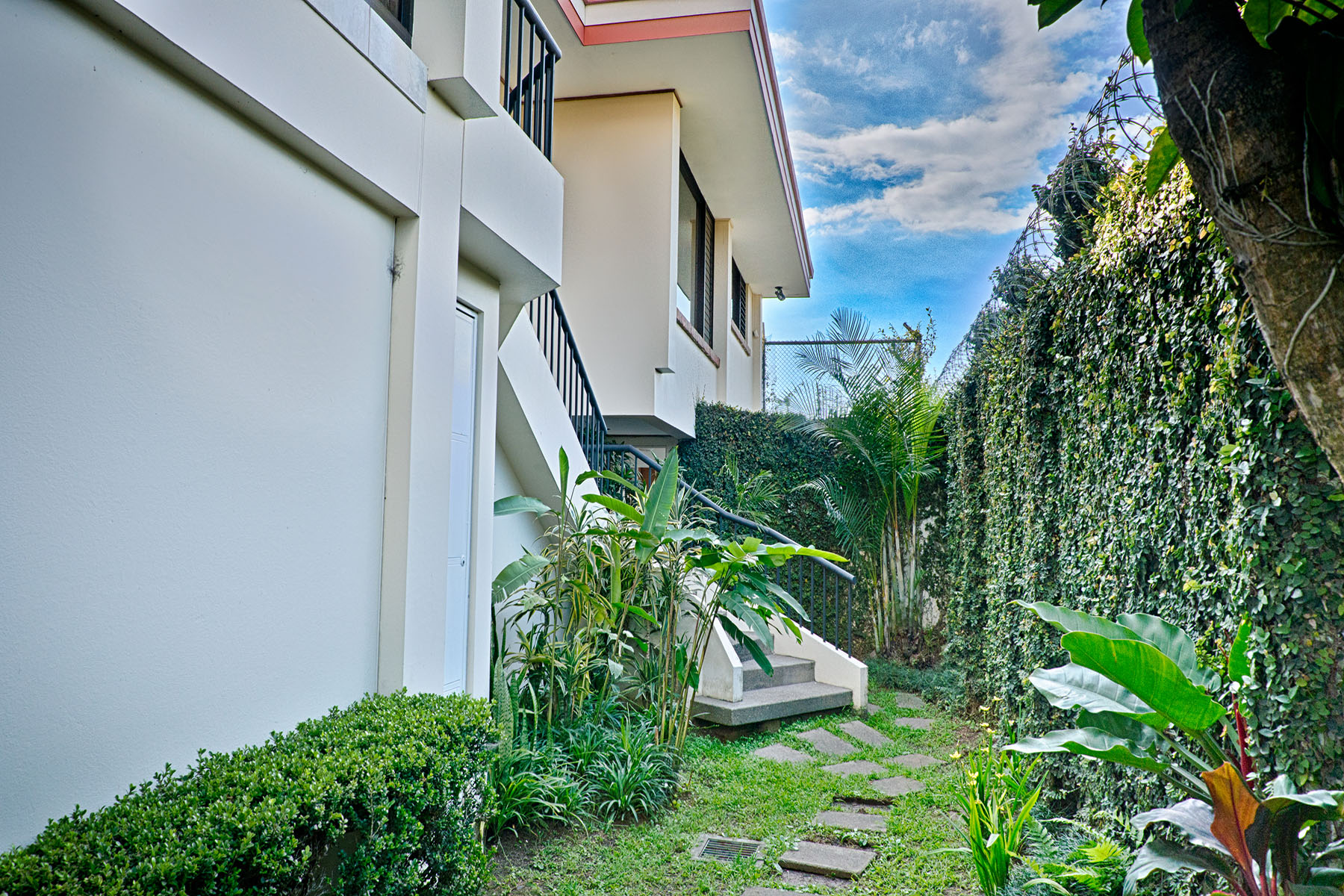 Additional photo for property listing at Private Home los Yoses Other Costa Rica, Other Areas In Costa Rica Costa Rica