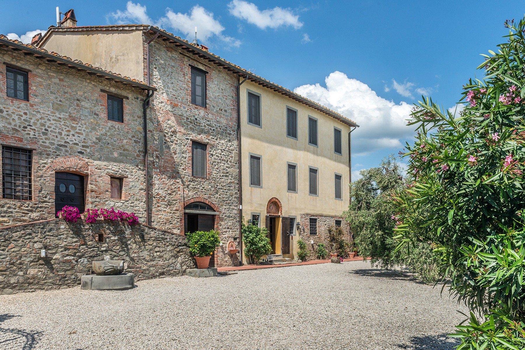 Additional photo for property listing at Tuscan estate near Lucca with land Camigliano San Gemma Camigliano San Gemma, Lucca 55100 Italien