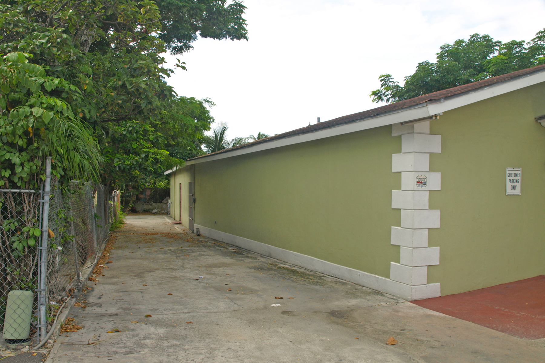 Additional photo for property listing at Commercial Building off Rosetta Street Palmdale, Nueva Providencia / Nassau Bahamas