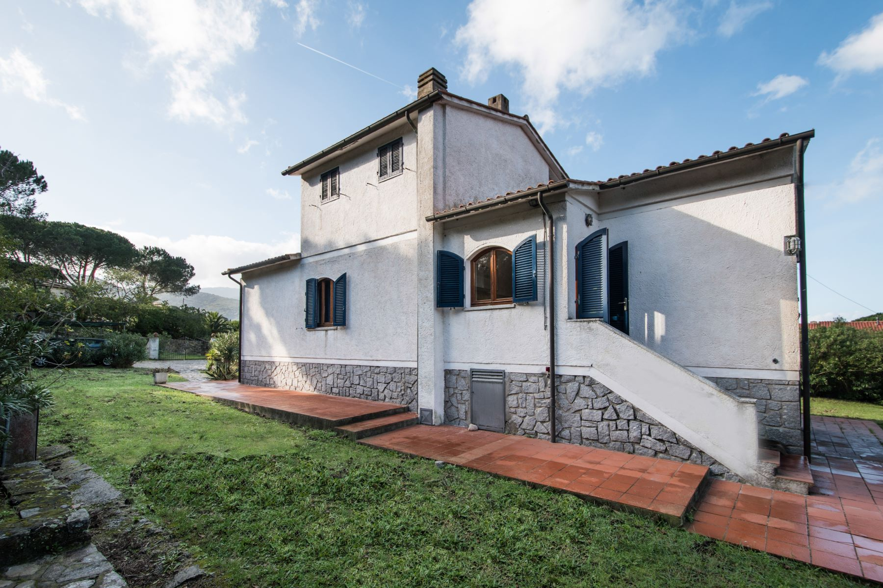 Additional photo for property listing at Detached villa nestled within fenced garden Via di Campo all'Aia Marciana, Livorno 57033 Italien
