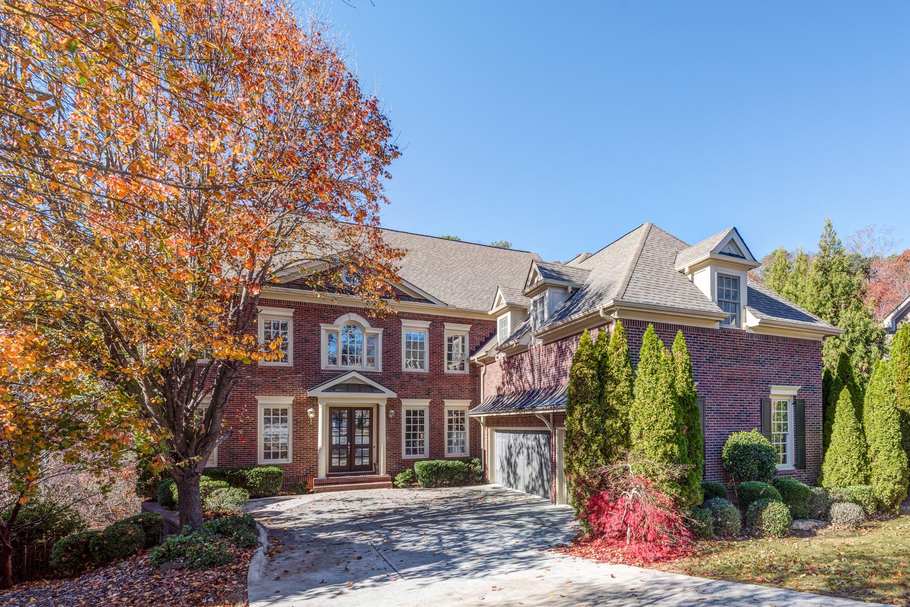 Casa para uma família para Venda às Privacy And Tranquil Living On A Cul-de-sac Lot 7780 Marsh Court Sandy Springs, Geórgia, 30328 Estados Unidos