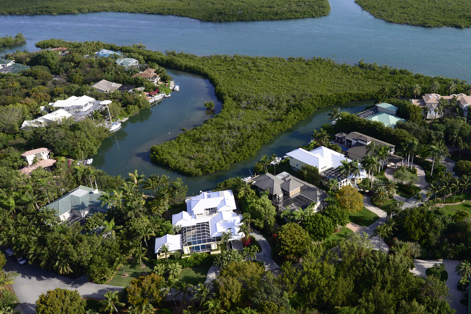 Additional photo for property listing at Waterfront Family Home at Ocean Reef 48 Sunrise Cay Drive Key Largo, Florida 33037 Stati Uniti