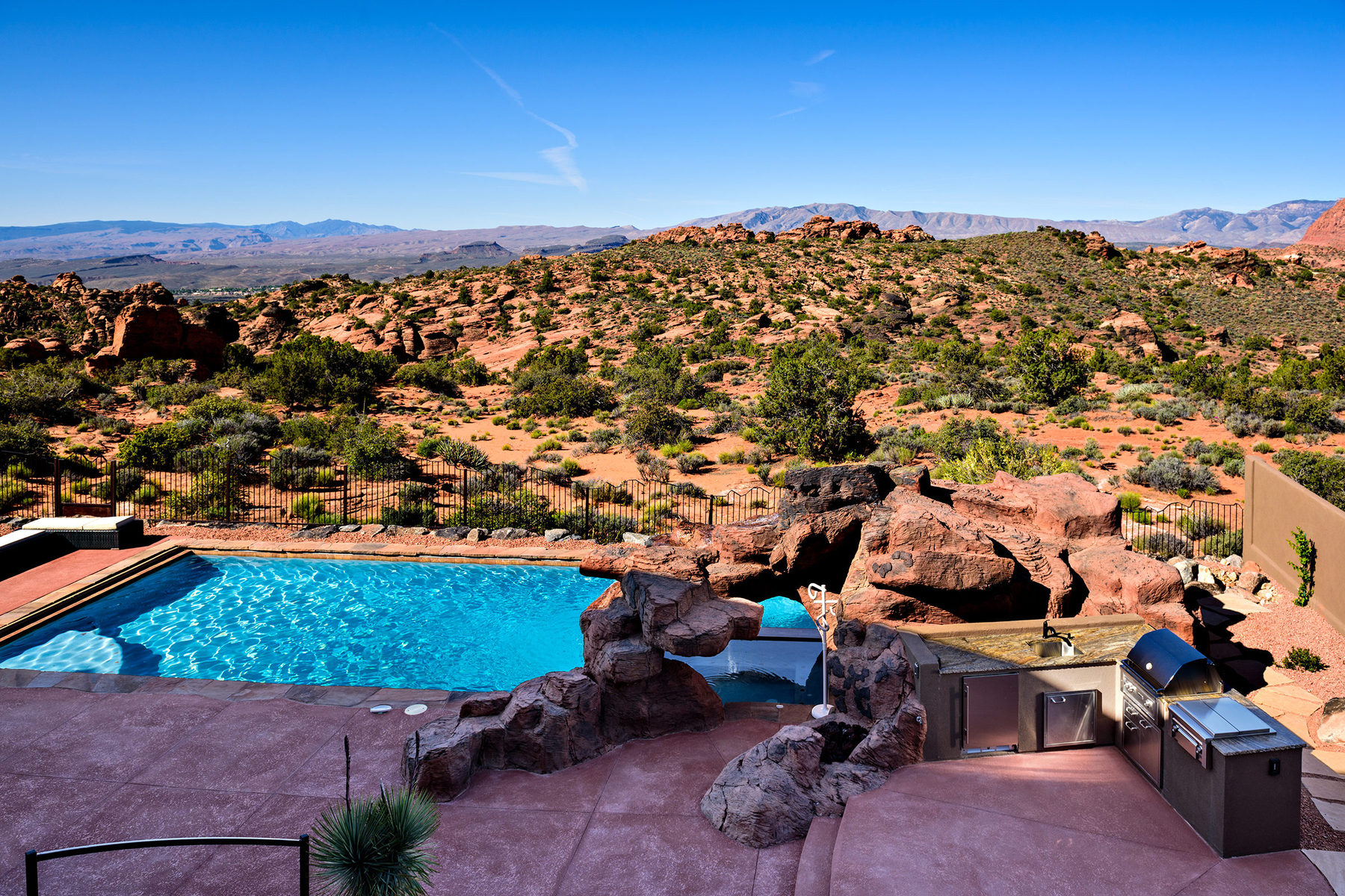 Additional photo for property listing at Spectacular Home with Unobstructed Views Overlooking Snow Canyon State Park 4549 N Painted Sky Dr St. George, Utah 84770 United States