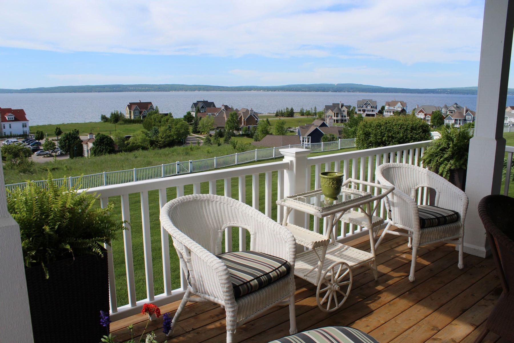 共管式独立产权公寓 为 销售 在 Attractive Cliffs Residence at Bay Harbor 3564 Cliffs Drive 巴尔港, 密歇根州, 49770 美国
