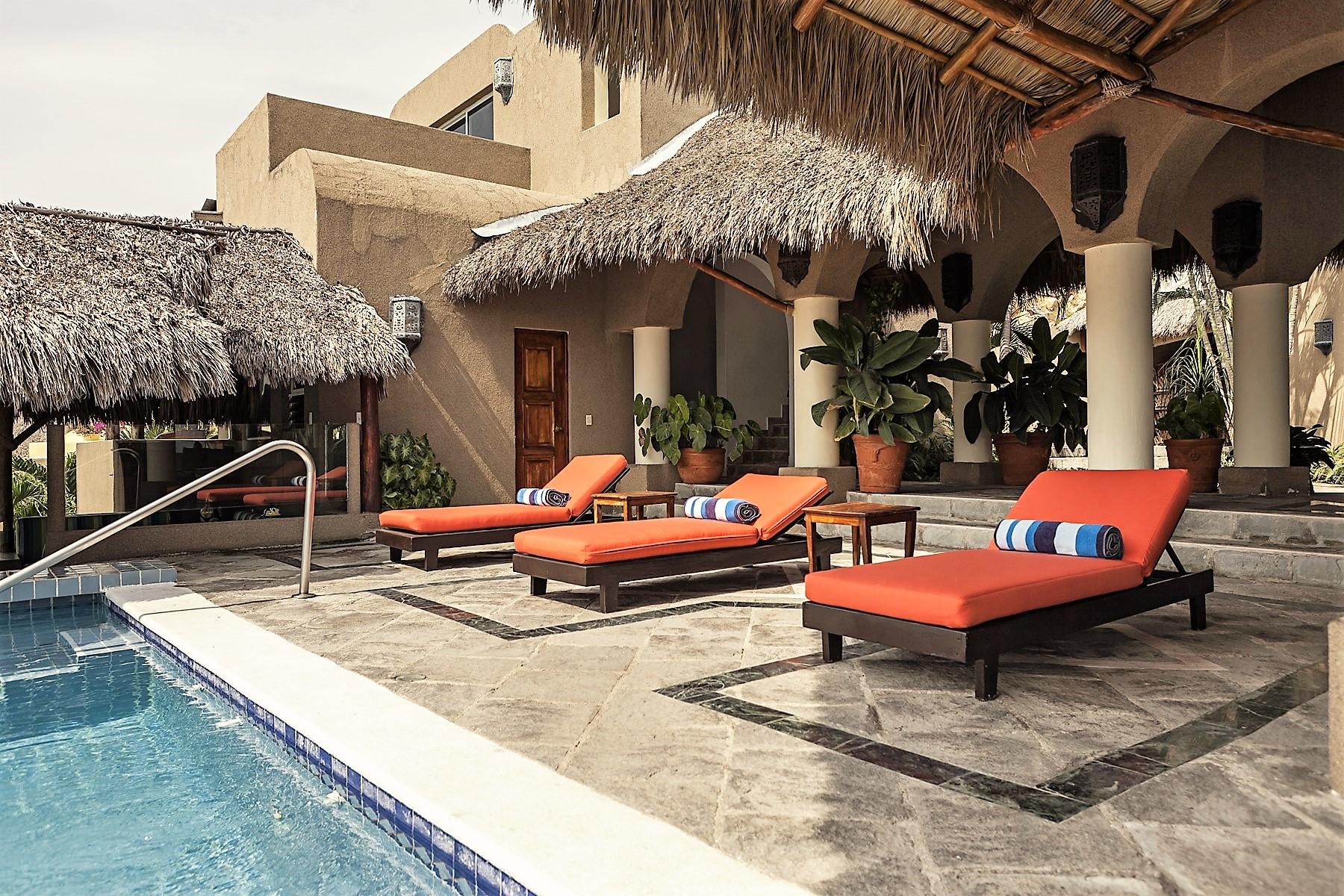 Additional photo for property listing at Casa Vista Hermosa Curso de las Tormentas 25 Manzanillo, Colima 28867 México