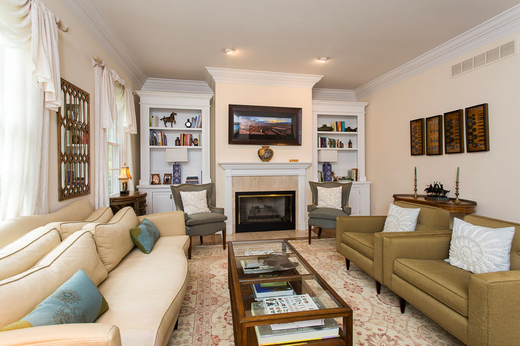 Additional photo for property listing at Classic Styling on a Desirable Cul de Sac 170 Lambert Drive Princeton, New Jersey 08540 United States
