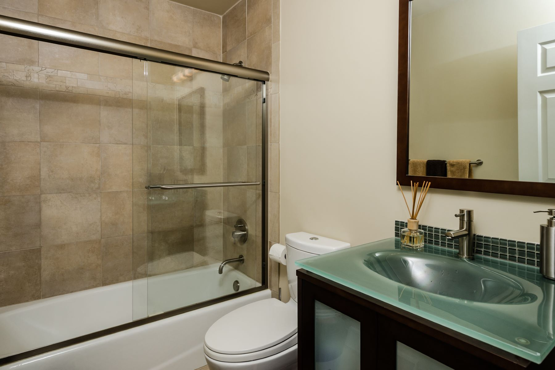Additional photo for property listing at Buyer Friendly - Hopewell Township 101 West Shore Drive 彭宁顿, 新泽西州 08534 美国