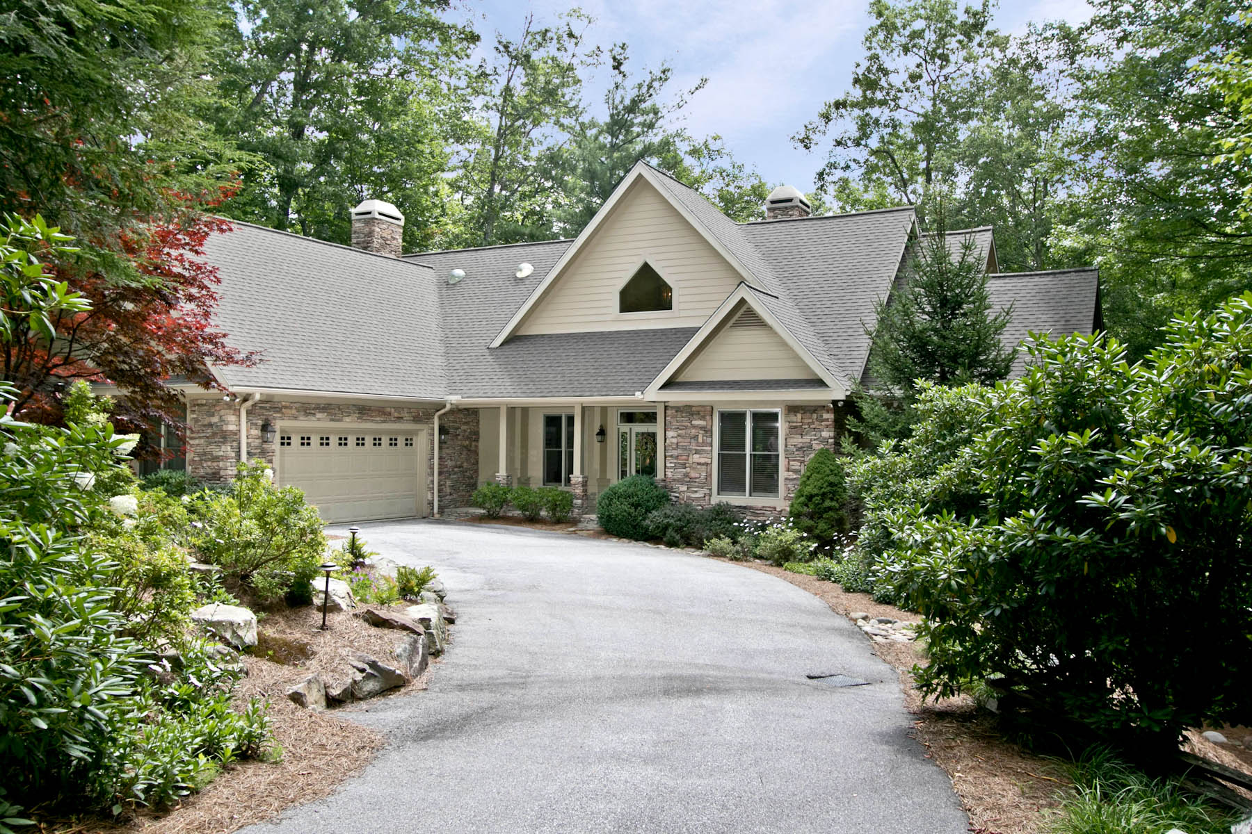 Single Family Home for Sale at 723 Lost Trail Highlands, North Carolina, 28741 United States