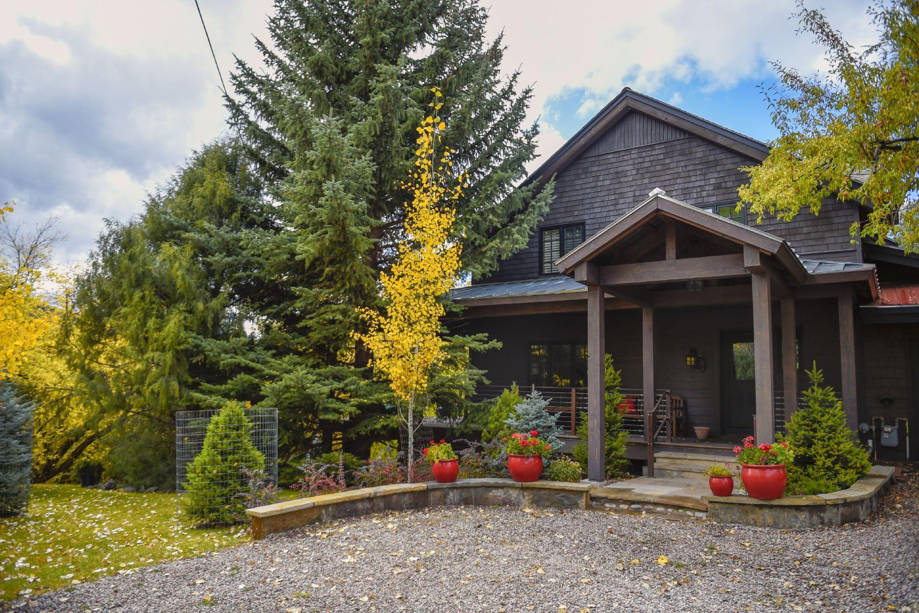 Nhà ở một gia đình vì Bán tại Charming Basalt Home 721 E. Sopris Drive Basalt, Colorado, 81621 Hoa Kỳ
