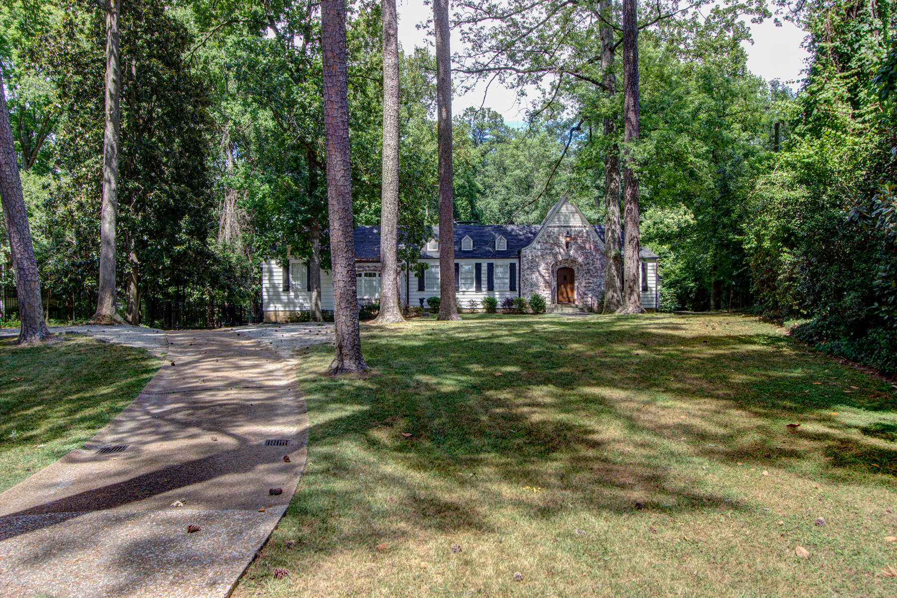 Additional photo for property listing at 3.3 Acre Buckhead Estate 3745 Wieuca Road Atlanta, Georgien 30342 Usa