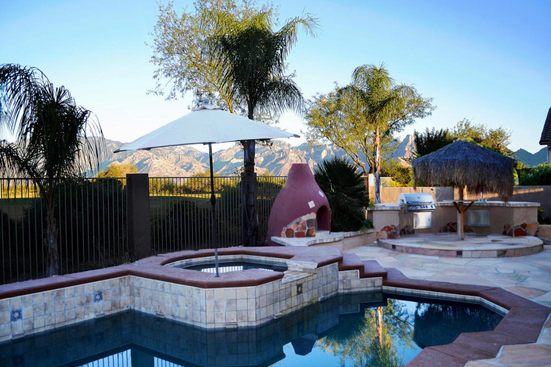 Single Family Home for Sale at Lovely semi-custom home in the desirable gated Siena Community 13660 N Tessali Way Oro Valley, Arizona, 85755 United States