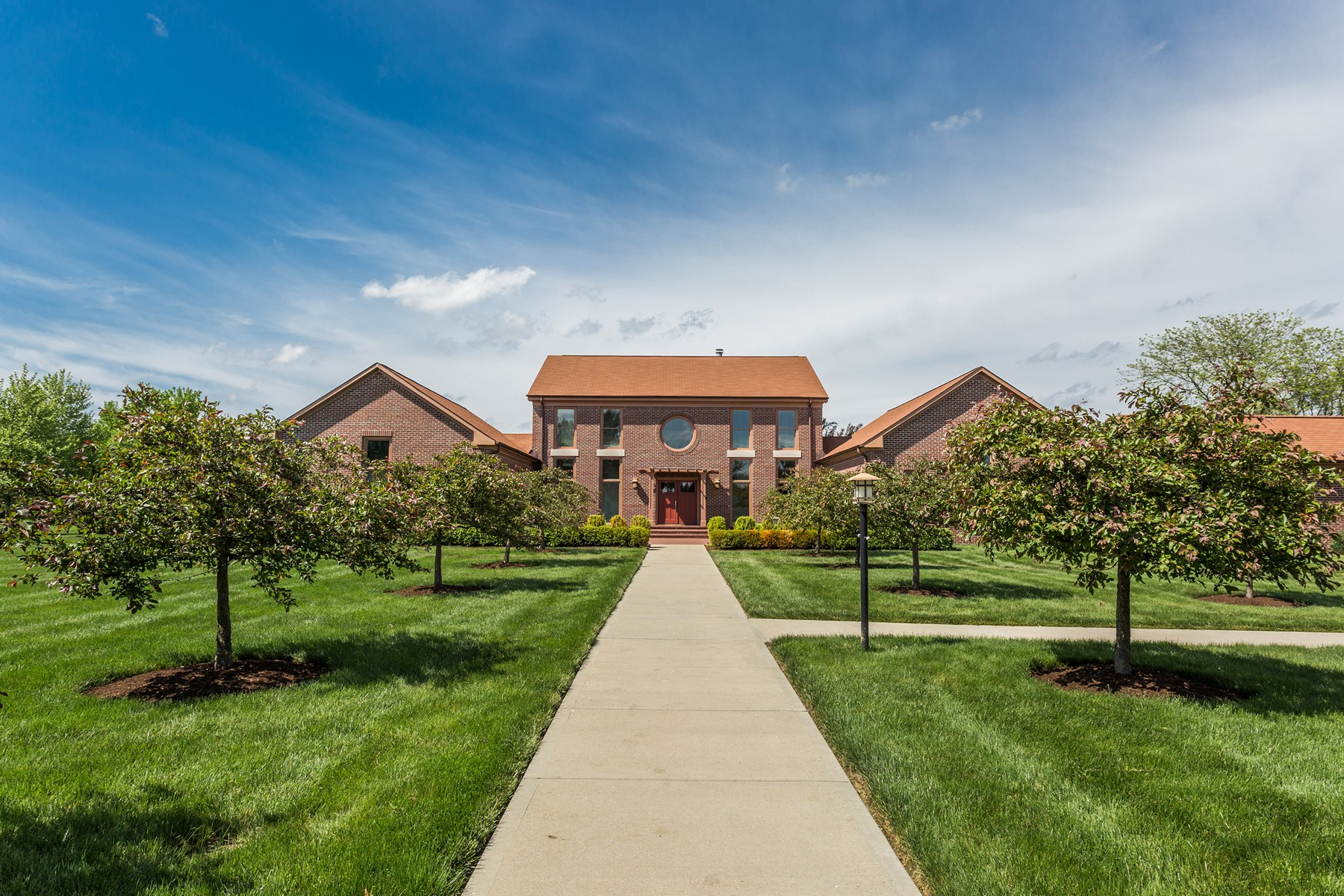 Einfamilienhaus für Verkauf beim Neoclassical Estate on 3 Acres 7590 Hunt Country Lane Zionsville, Indiana, 46077 Vereinigte Staaten