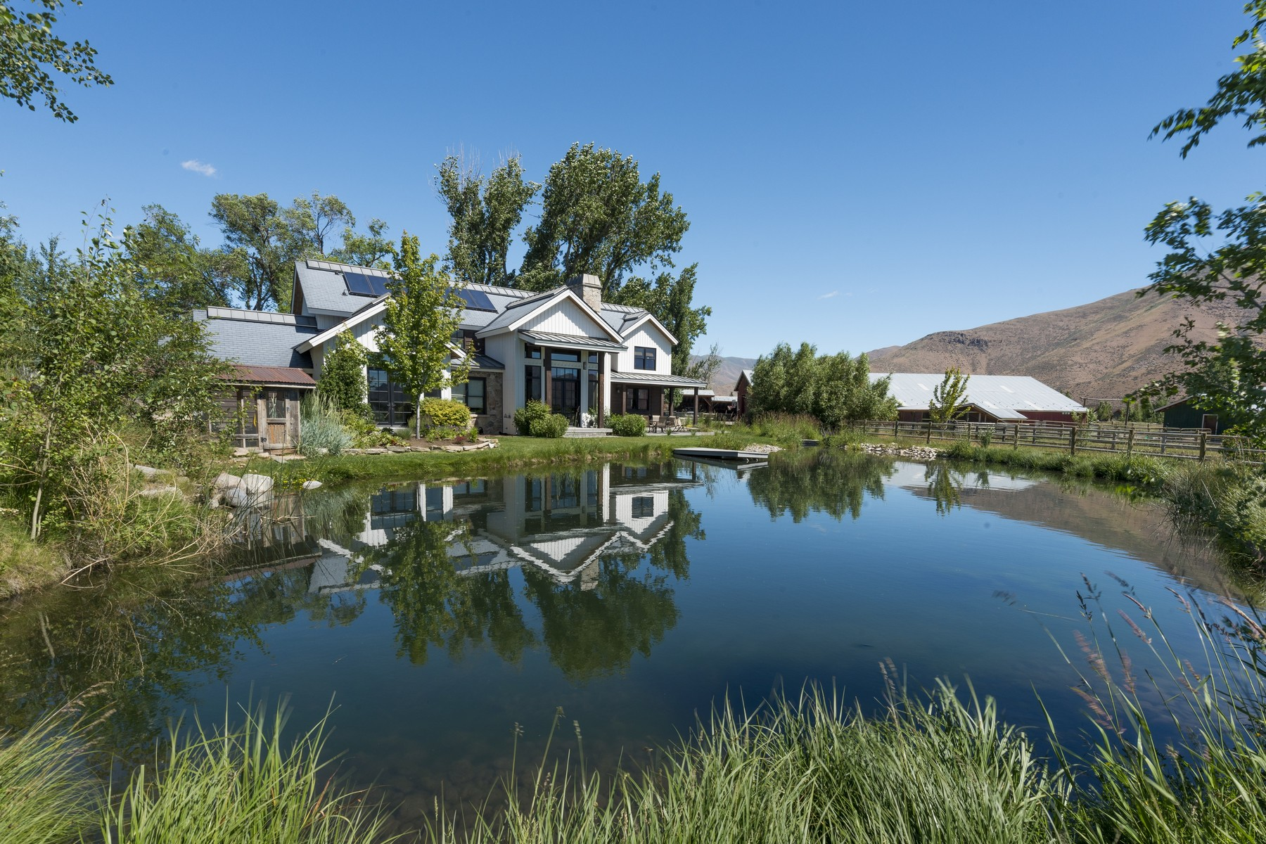 Ferme / Ranch / Plantation pour l Vente à Your Dream Ranch 10965 and 10975 St Hwy 75 Bellevue, Idaho 83313 États-Unis