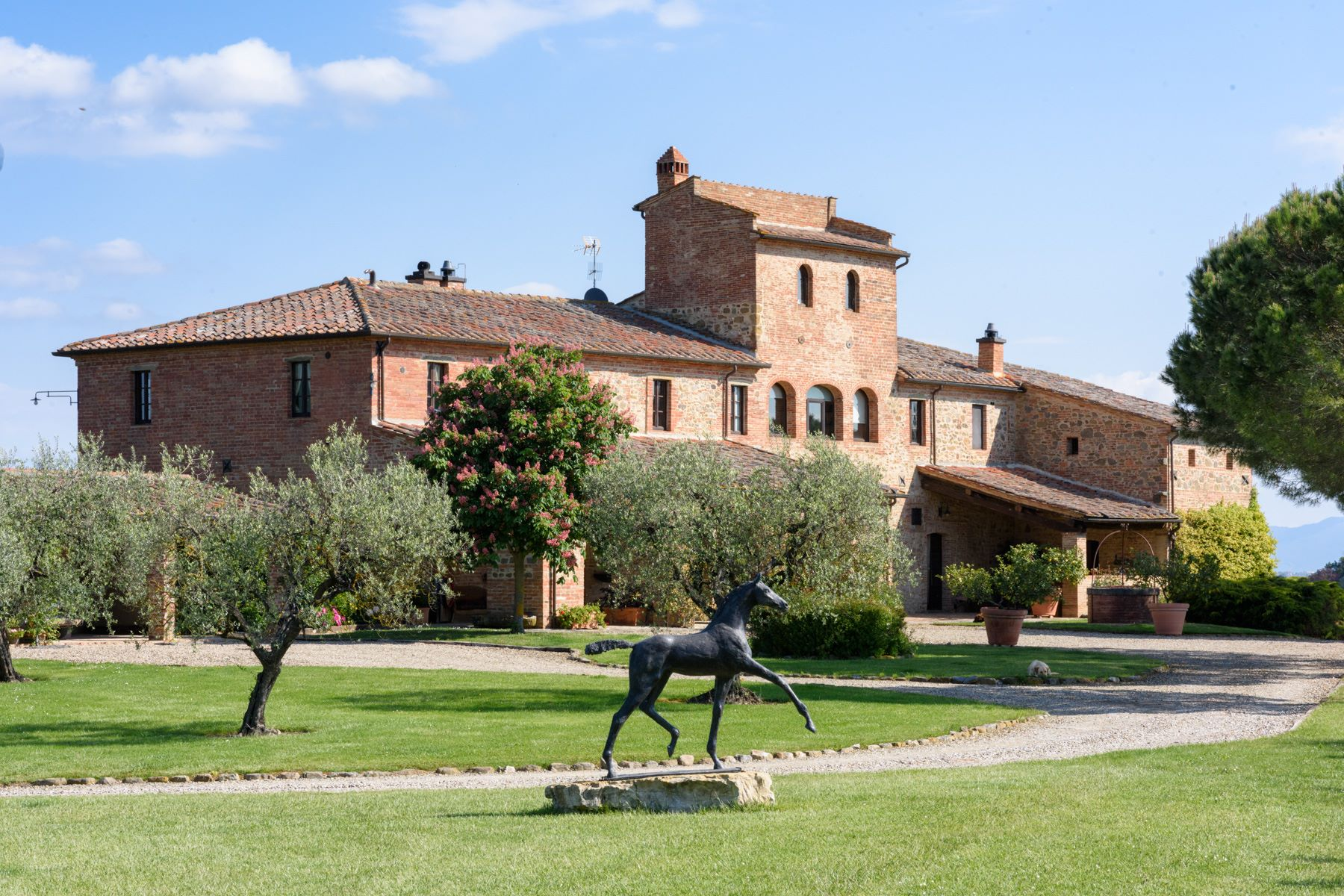 Tek Ailelik Ev için Satış at Tuscan countryhouse with 2,5 ha of vineyards Località Valcelle Torrita Di Siena, Siena, 53049 Italya