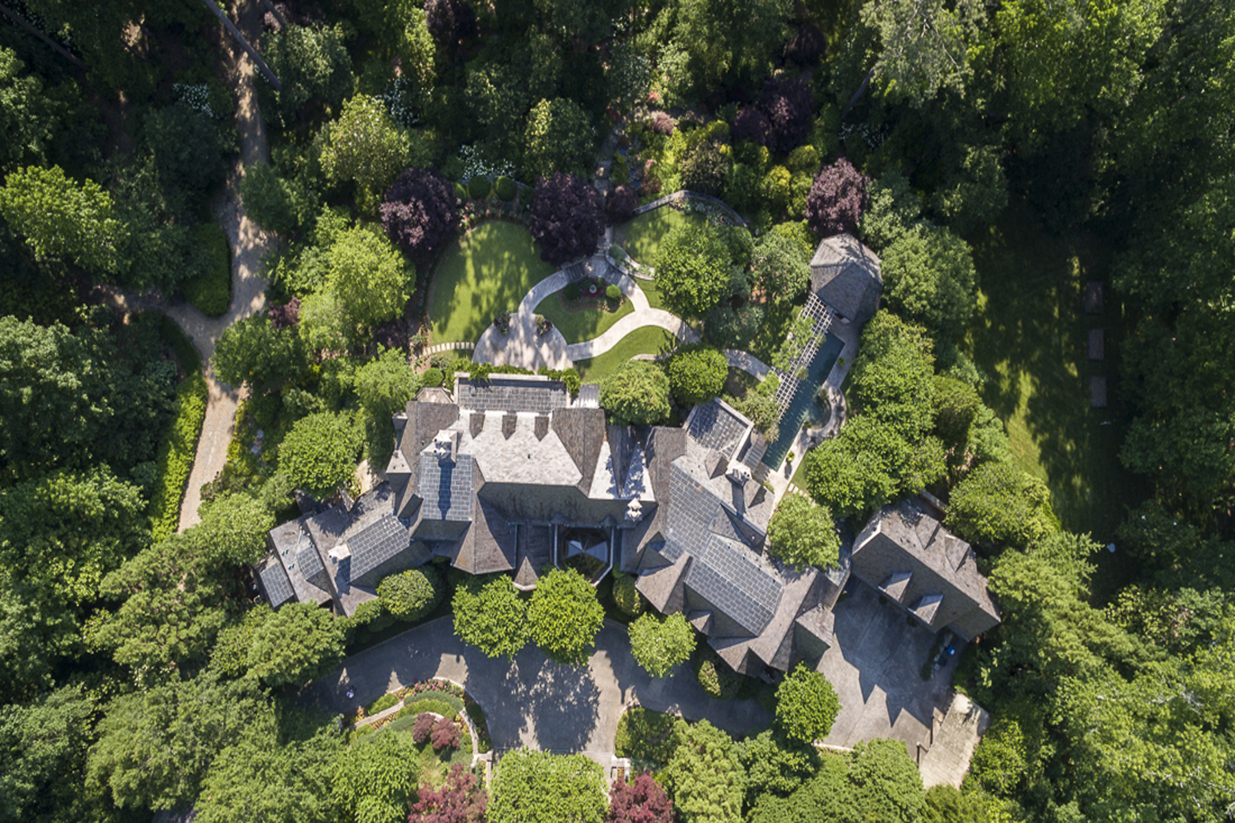 独户住宅 为 销售 在 Beautiful Custom Estate In Buckhead 2042 W Paces Ferry Road Buckhead, 亚特兰大, 乔治亚州, 30327 美国