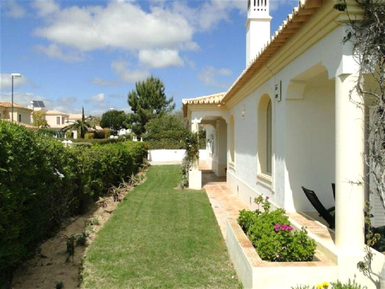 Villa per Vendita alle ore Detached house, 5 bedrooms, for Sale Loule, Algarve, Portogallo