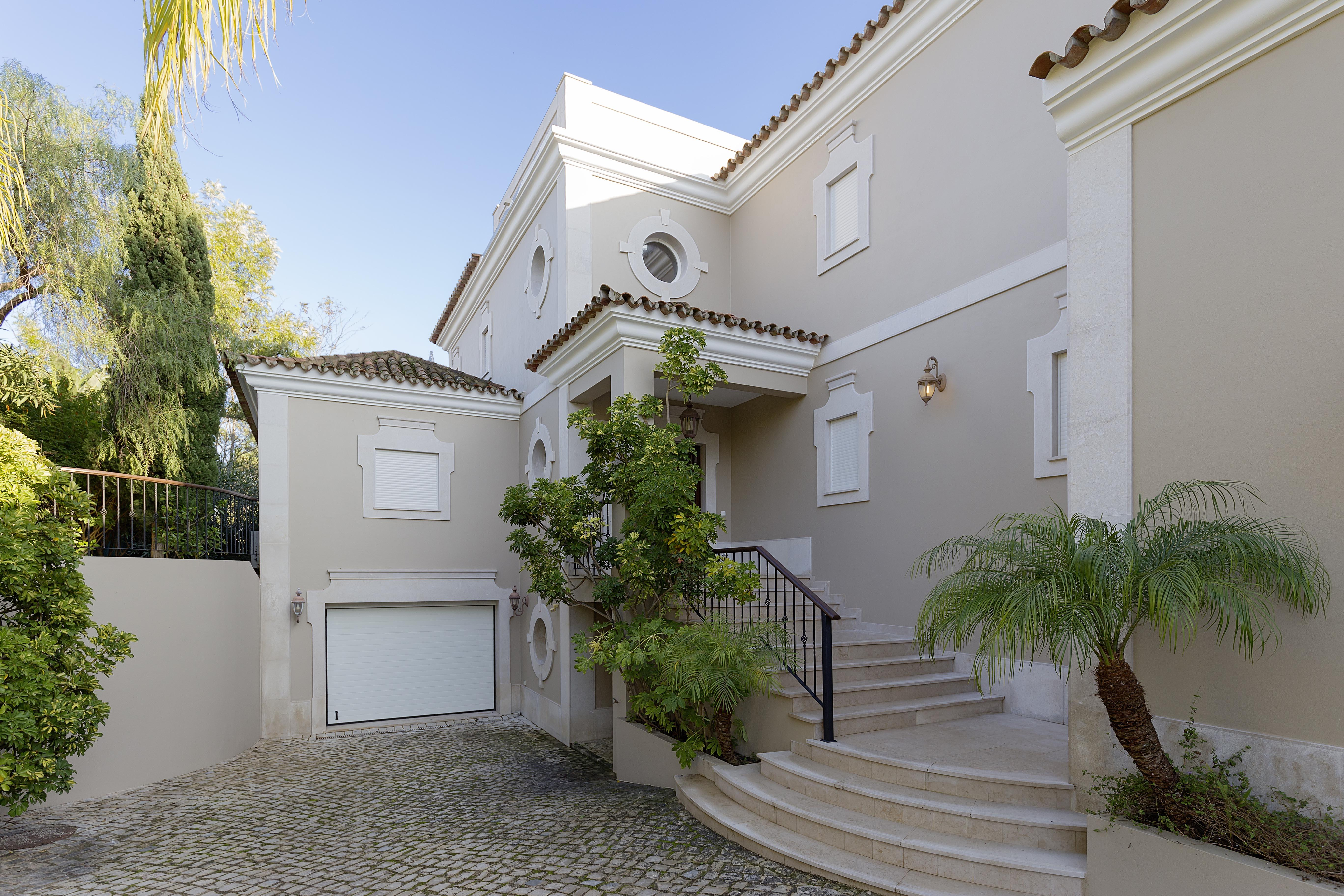 Single Family Home for Sale at House, 4 bedrooms, for Sale Loule, Algarve, 0000-000 Portugal