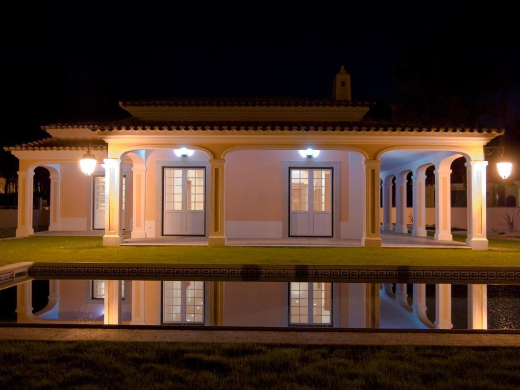Property For Sale at House, 7 bedrooms, for Sale
