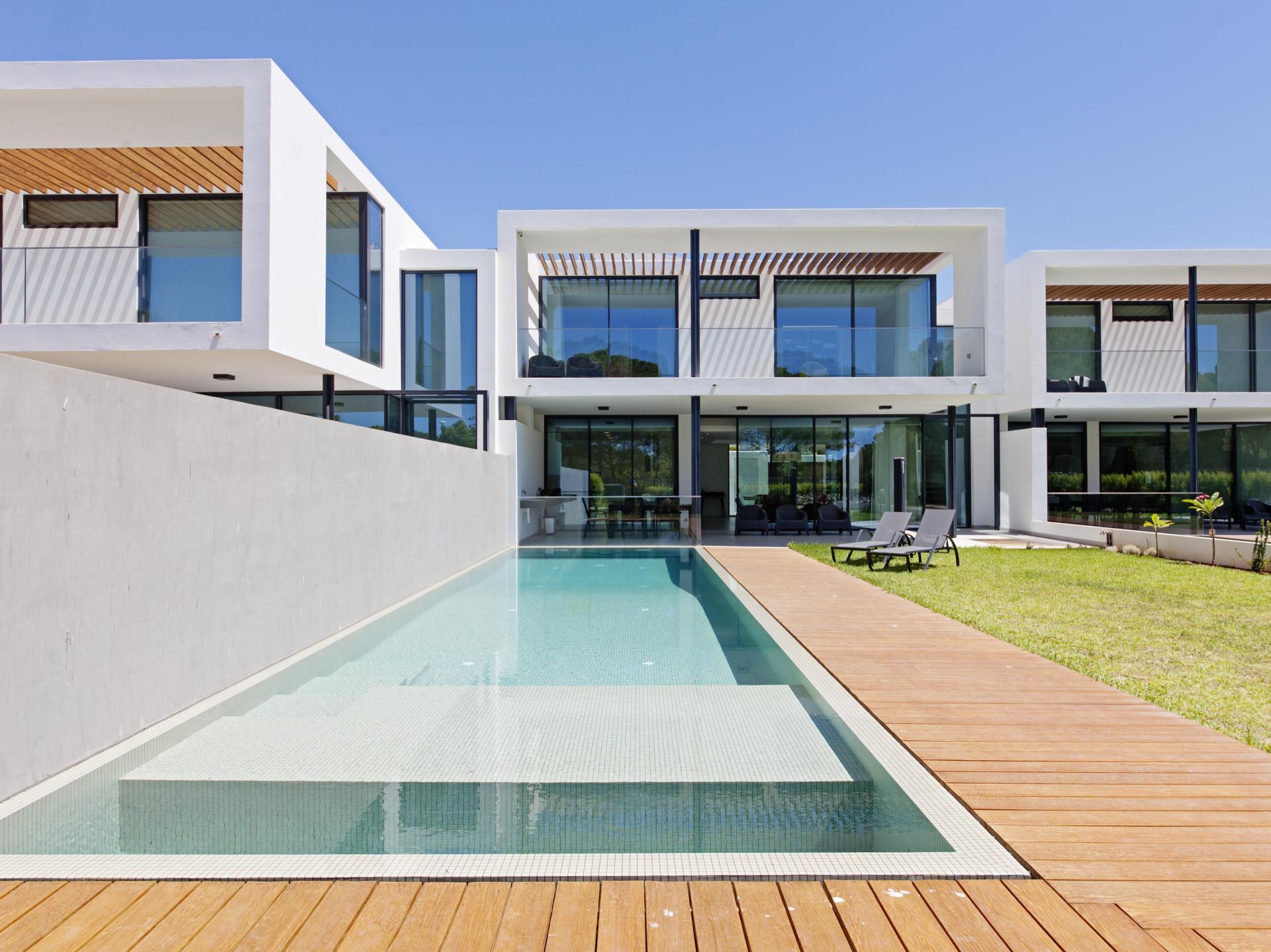 独户住宅 为 销售 在 Semi-detached house, 6 bedrooms, for Sale Loule, Algarve 葡萄牙