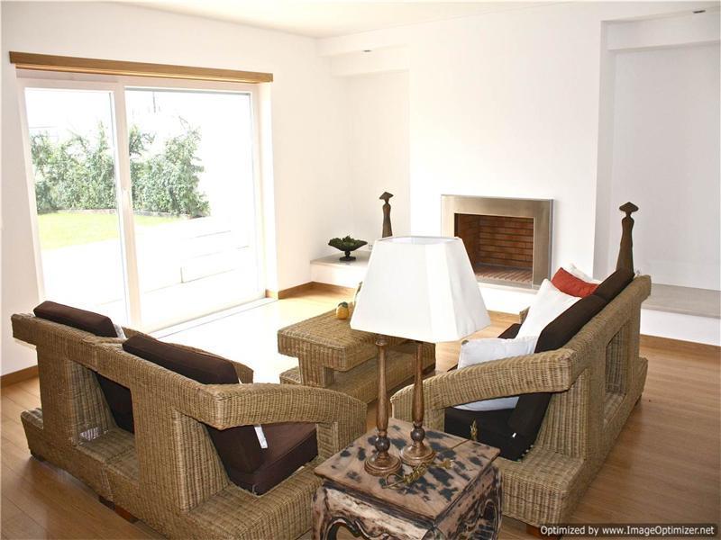 Maison unifamiliale pour l Vente à Terraced house, 4 bedrooms, for Sale Oeiras, Lisbonne, 2730-262 Portugal