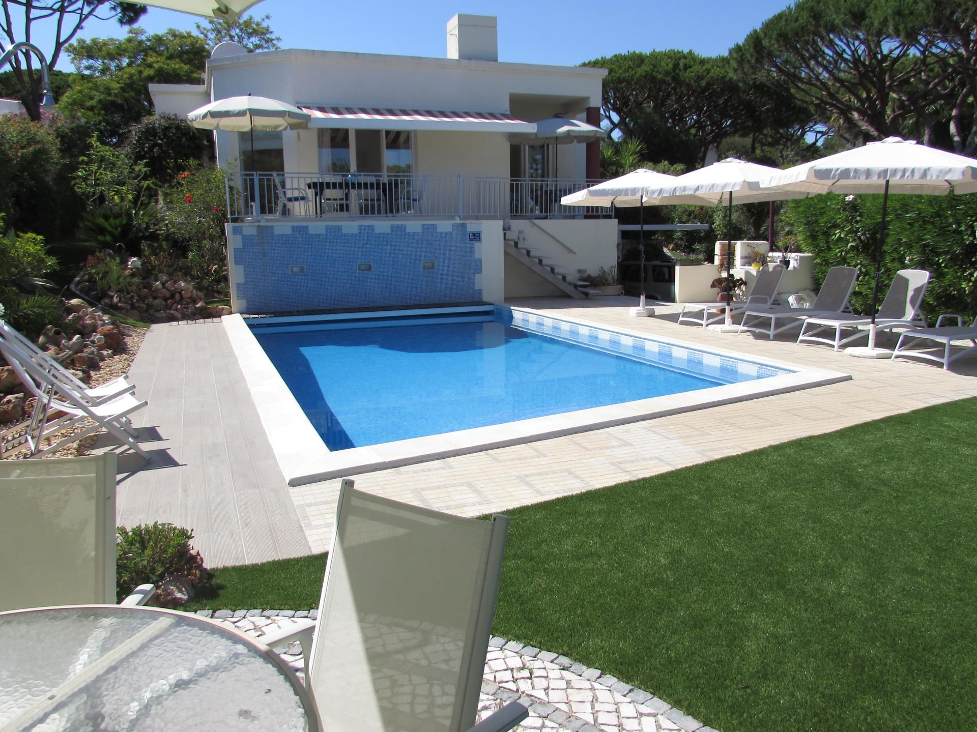 Casa Unifamiliar por un Venta en Detached house, 3 bedrooms, for Sale Loule, Algarve Portugal