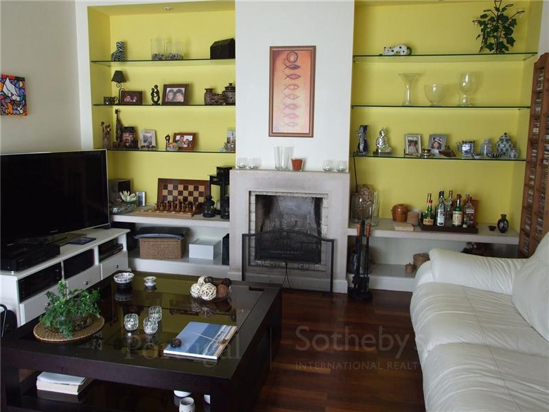 Частный односемейный дом для того Продажа на House, 3 bedrooms, for Sale Murtal, Cascais, Лиссабон Португалия