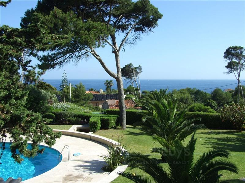 Casa Unifamiliar por un Venta en House, 6 bedrooms, for Sale Cascais, Lisboa, Portugal