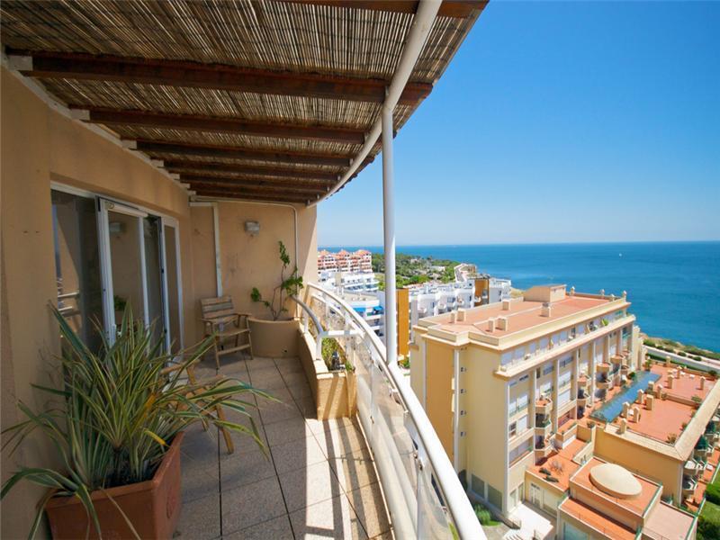 Appartement pour l Vente à Flat, 4 bedrooms, for Sale Guia, Cascais, Lisbonne Portugal