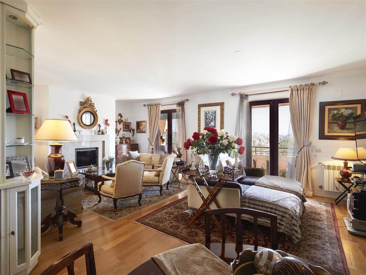 公寓 为 销售 在 Flat, 4 bedrooms, for Sale 葡京, 葡京, 1600-898 葡萄牙