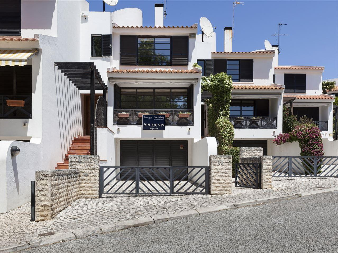独户住宅 为 销售 在 Terraced house, 3 bedrooms, for Sale Cascais, 葡京 葡萄牙