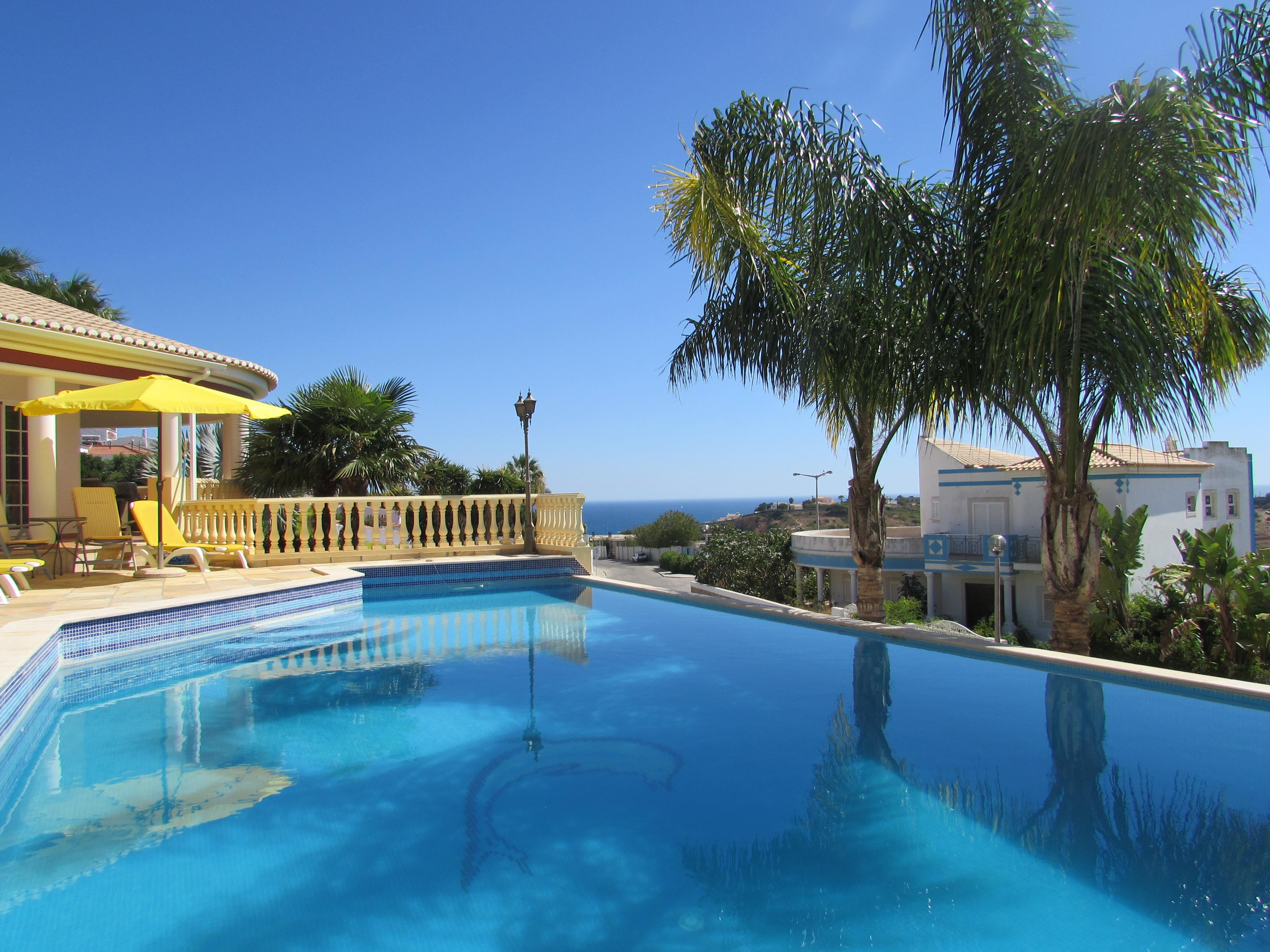 Villa per Vendita alle ore Detached house, 4 bedrooms, for Sale Albufeira, Algarve, 8200-108 Portogallo