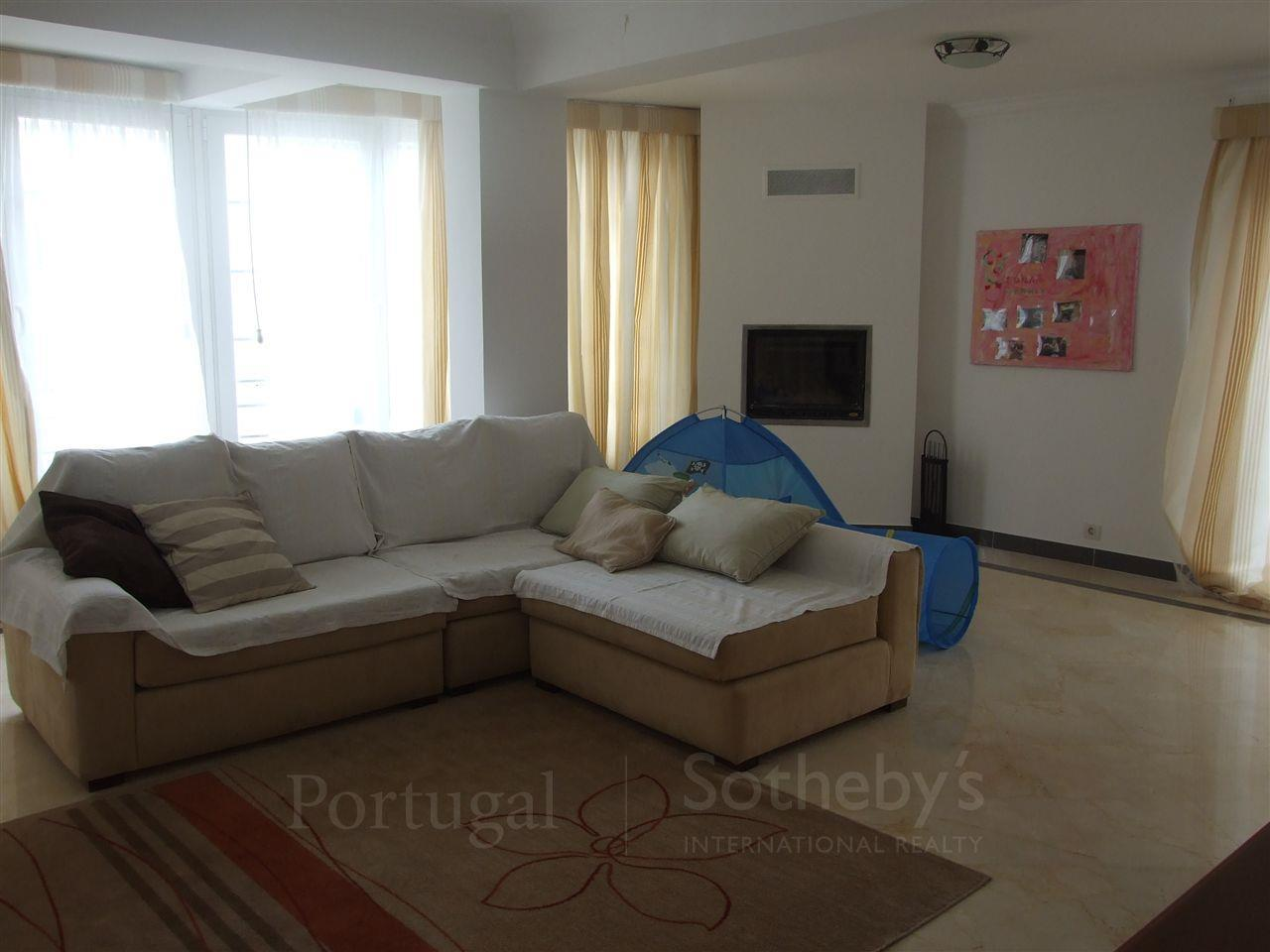 Частный односемейный дом для того Продажа на House, 5 bedrooms, for Sale Cascais, Лиссабон Португалия