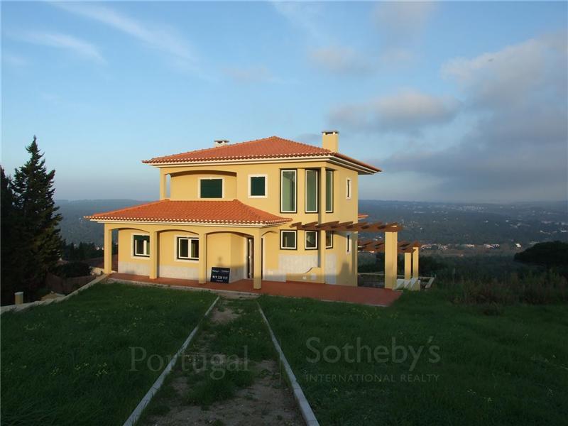 Maison unifamiliale pour l Vente à House, 3 bedrooms, for Sale Sintra, Lisbonne Portugal