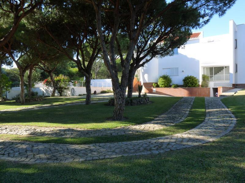 Tek Ailelik Ev için Satış at House, 9 bedrooms, for Sale Loule, Algarve Portekiz