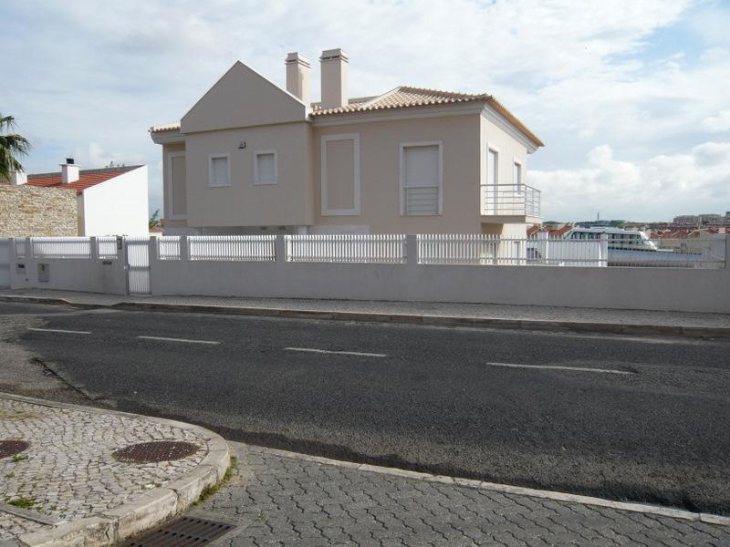 Einfamilienhaus für Verkauf beim House, 4 bedrooms, for Sale Oeiras, Lissabon Portugal