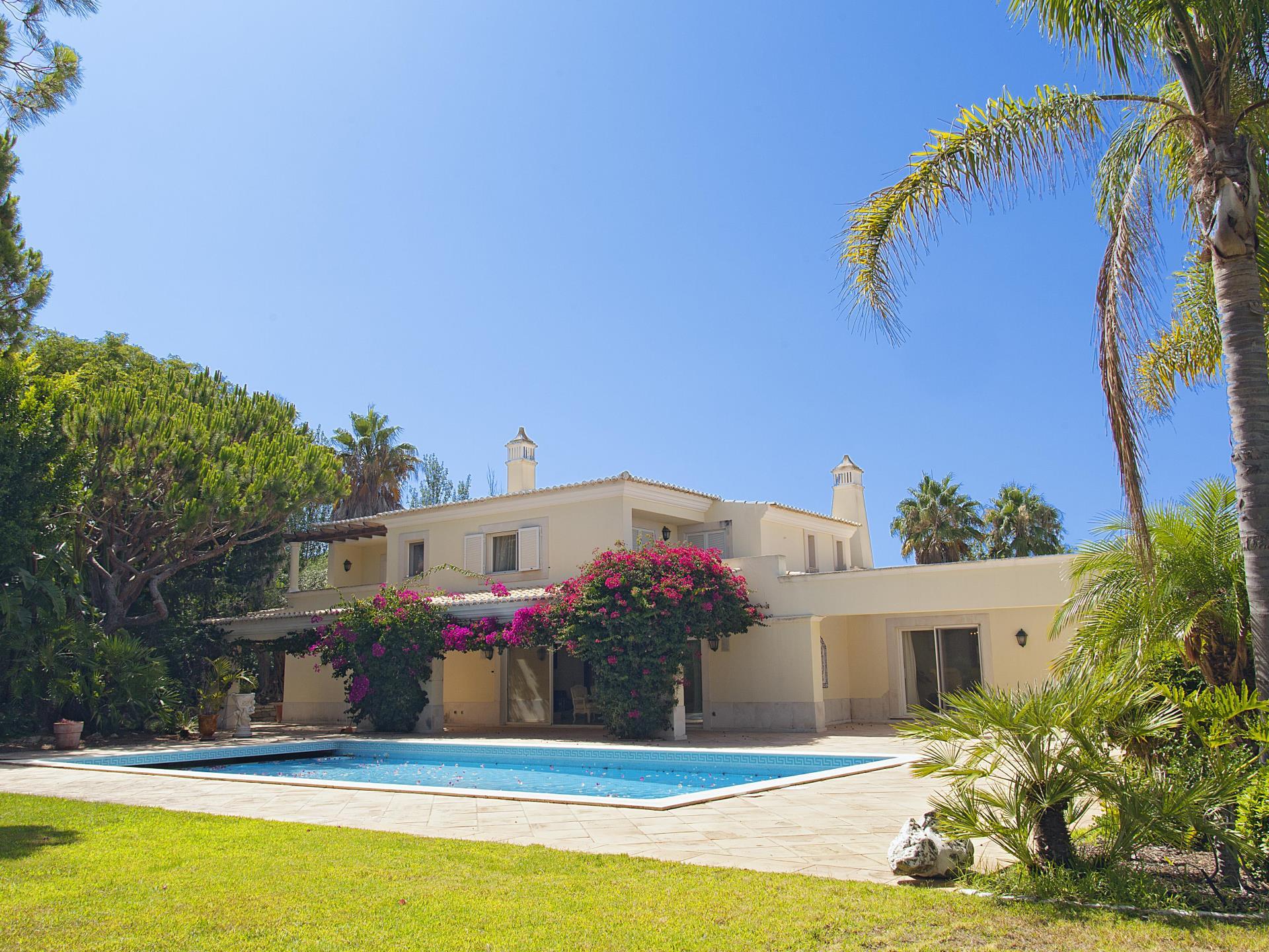 Einfamilienhaus für Verkauf beim Detached house, 6 bedrooms, for Sale Loule, Algarve Portugal