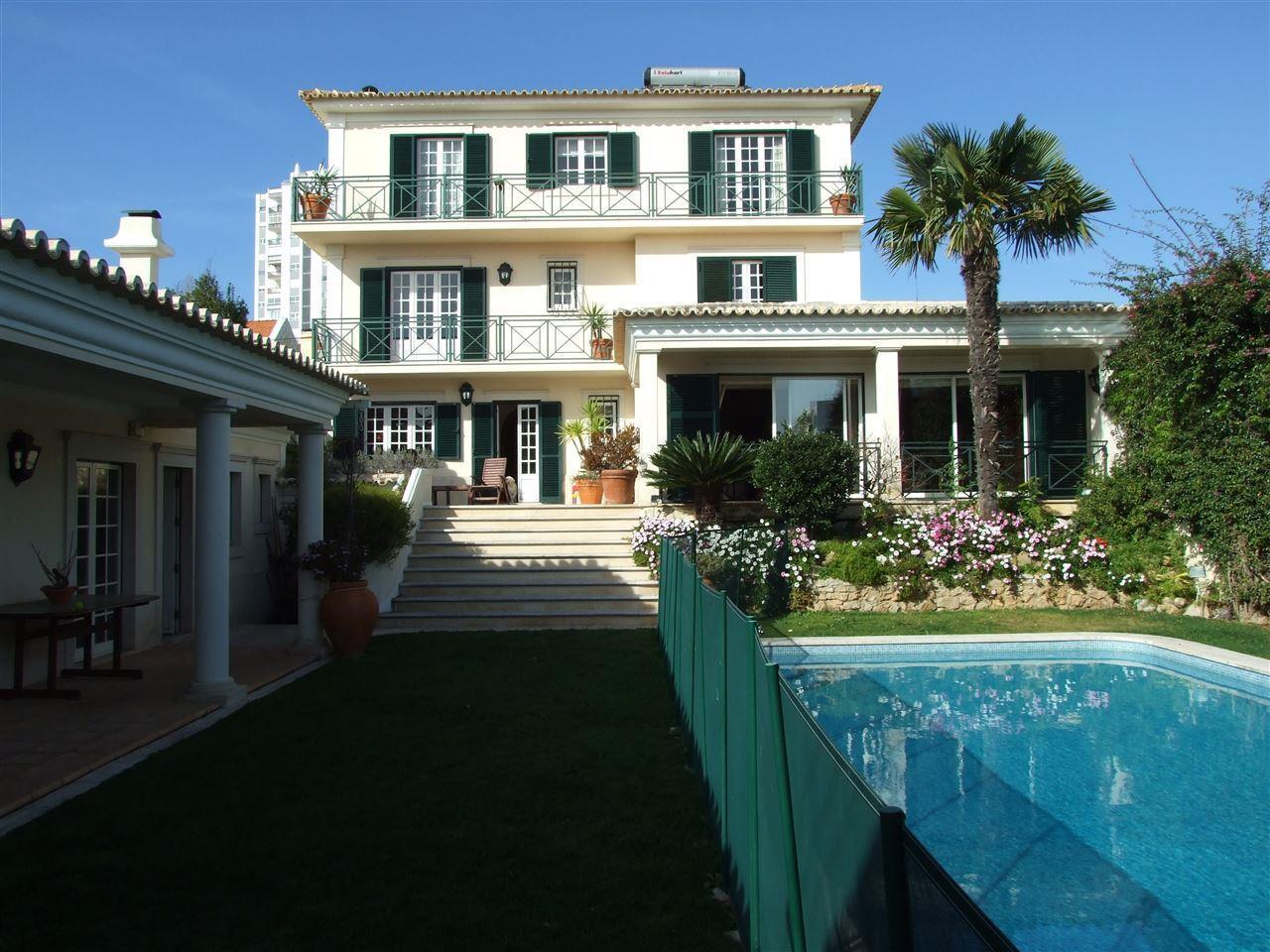 Частный односемейный дом для того Продажа на House, 6 bedrooms, for Sale Sao Joao Estoril, Cascais, Лиссабон Португалия