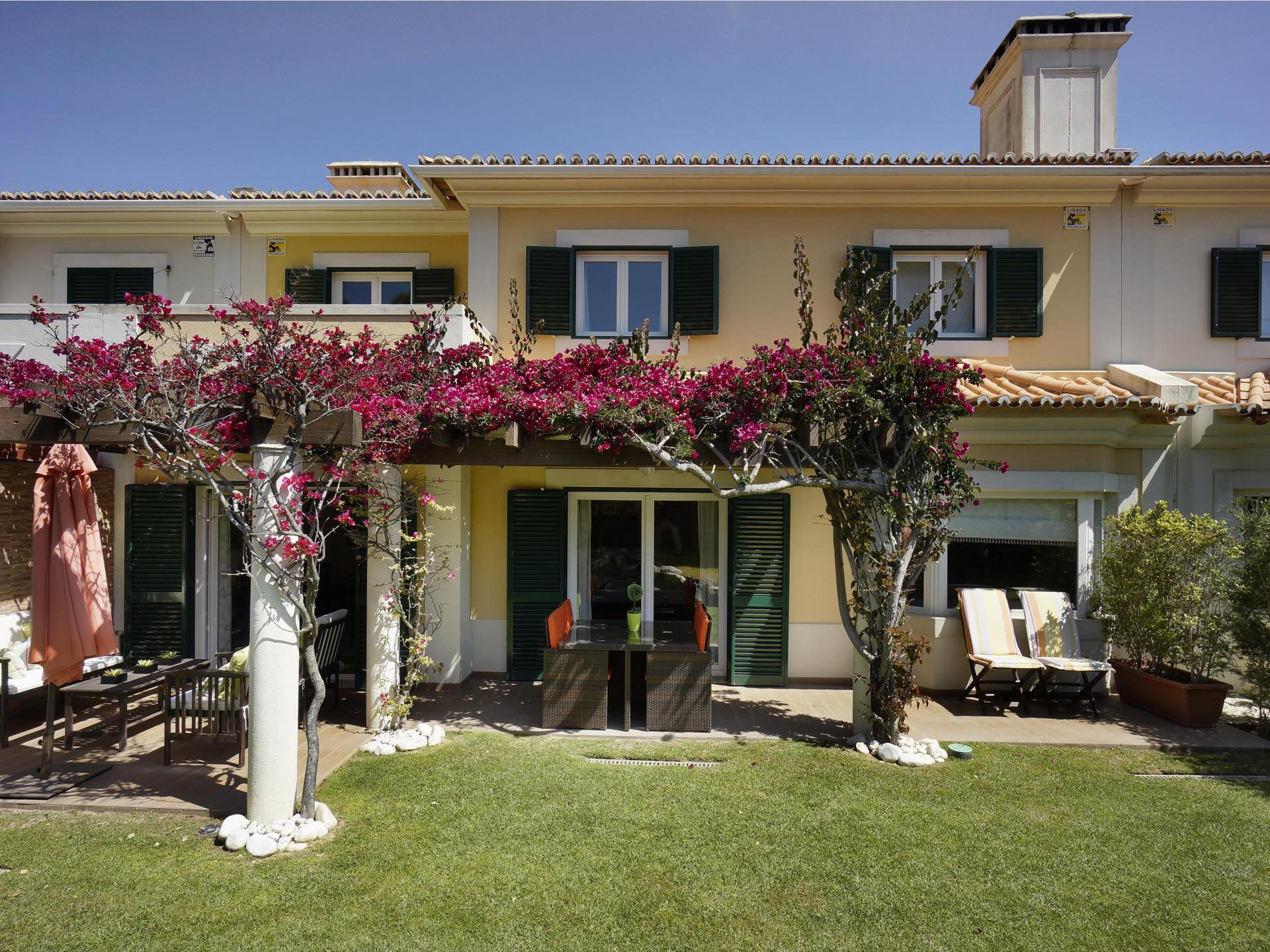 Single Family Home for Sale at Terraced house, 4 bedrooms, for Sale Bicesse, Cascais, Lisboa Portugal