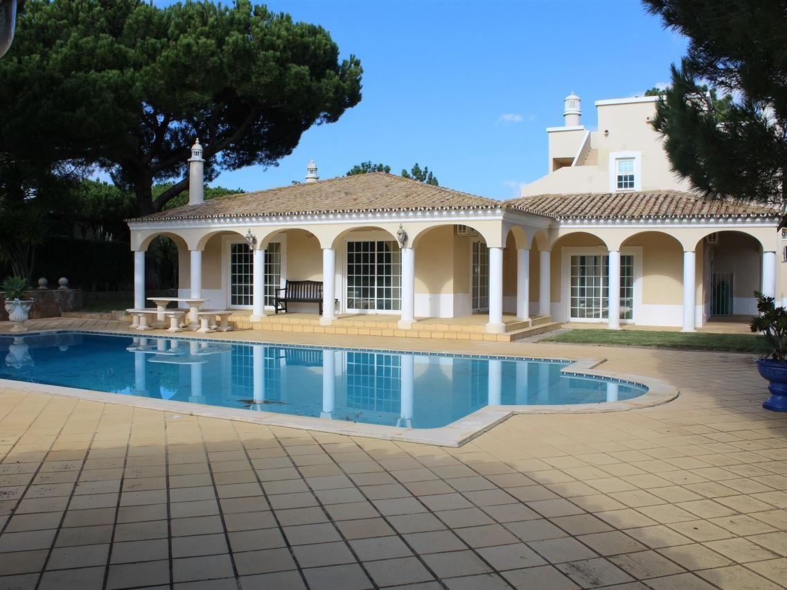 Casa para uma família para Venda às Detached house, 5 bedrooms, for Sale Loule, Algarve Portugal