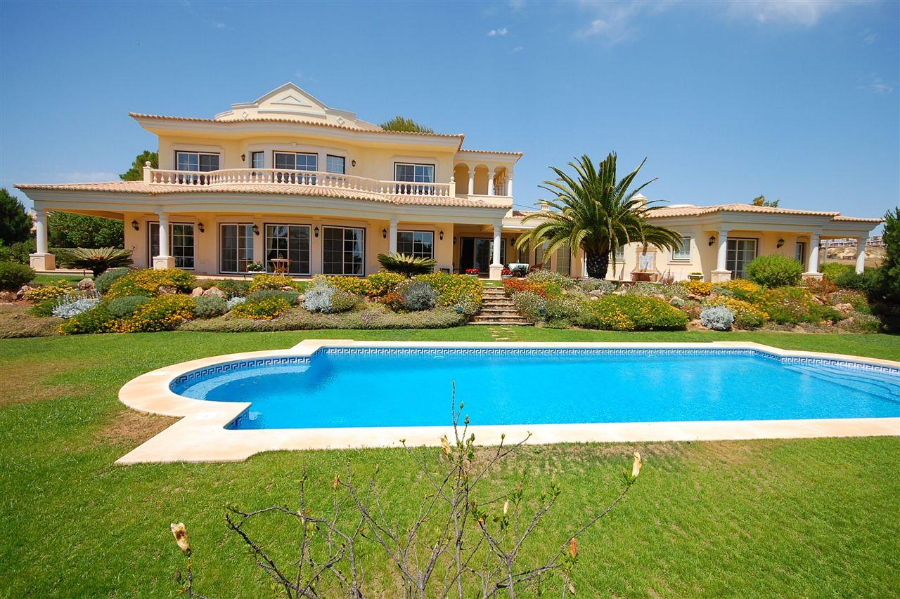 Maison unifamiliale pour l Vente à House, 5 bedrooms, for Sale Albufeira, Algarve, 8200-001 Portugal