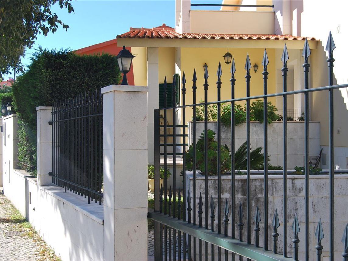 Casa para uma família para Venda às House, 4 bedrooms, for Sale Oeiras, Lisboa Portugal