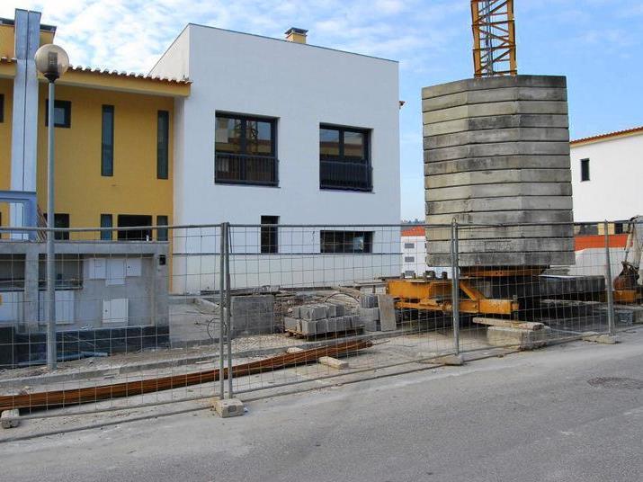 Casa para uma família para Venda às House, 5 bedrooms, for Sale Carnaxide, Oeiras, Lisboa Portugal