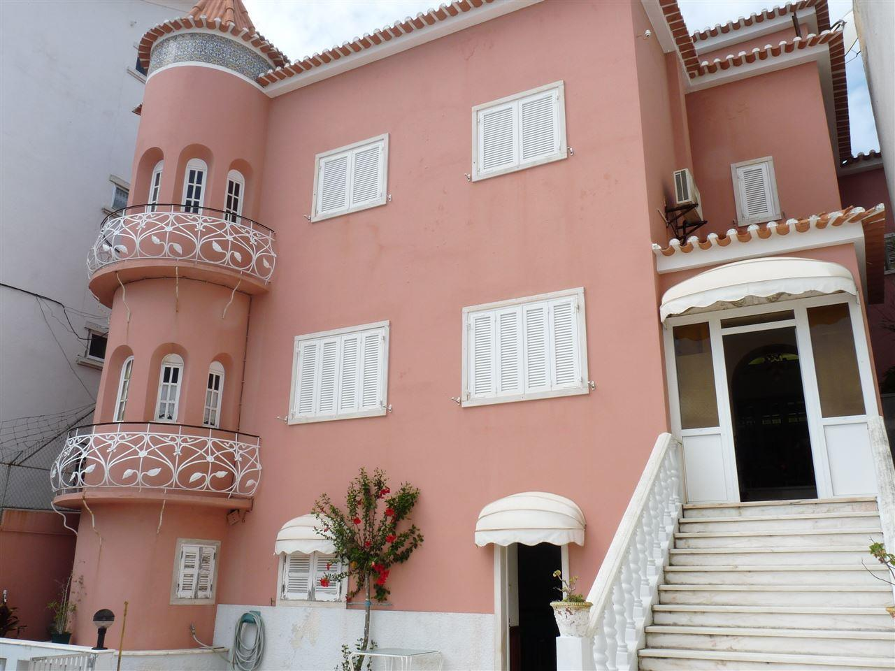 Moradia para Venda às Terraced house, 4 bedrooms, for Sale Alto Sta Catarina, Oeiras, Lisboa Portugal