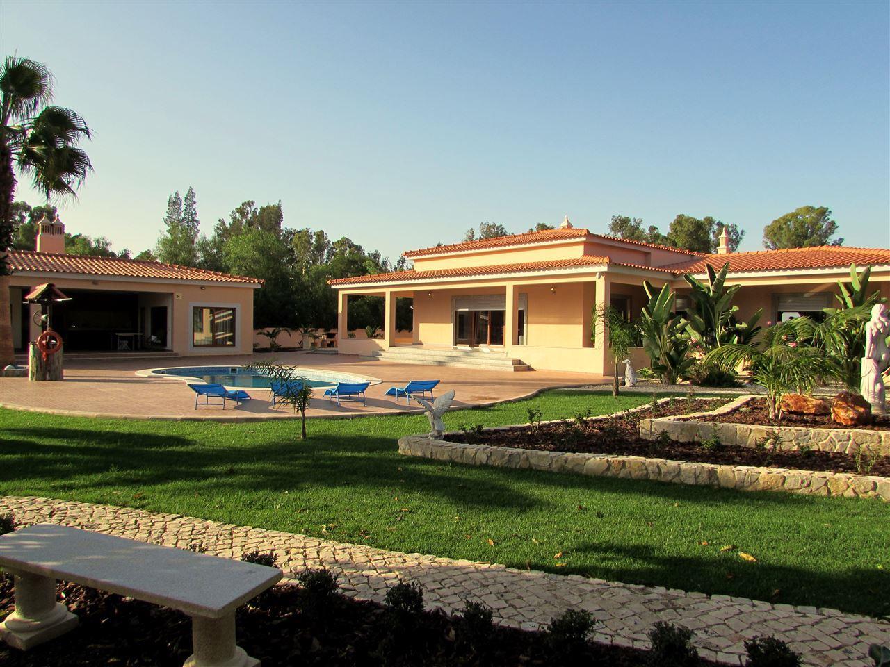 Moradia para Venda às Detached house, 3 bedrooms, for Sale Portimao, Algarve, Portugal