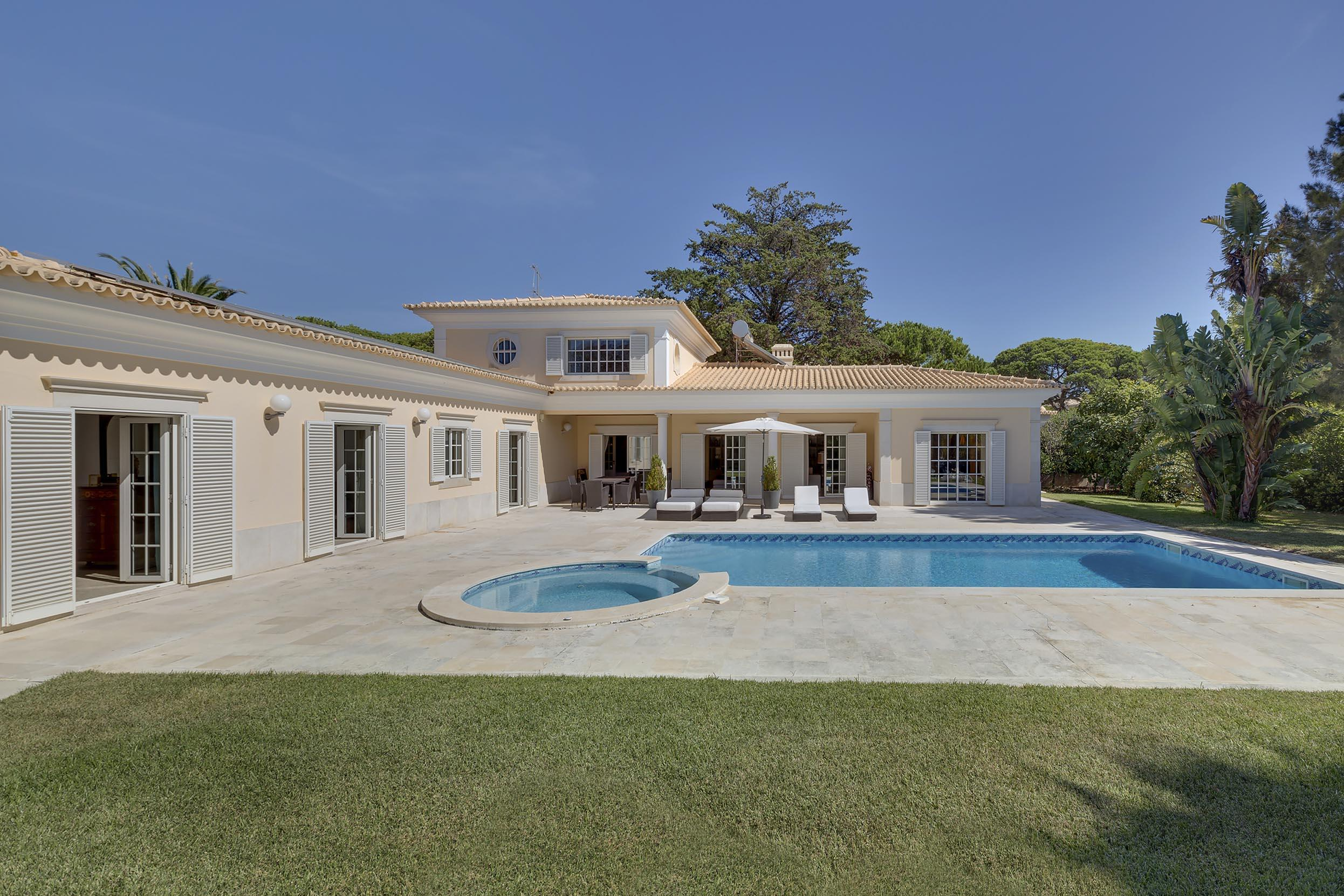 Single Family Home for Sale at House, 4 bedrooms, for Sale Cascais, Lisboa, 2750-712 Portugal
